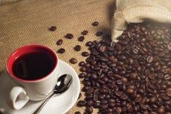Καφές και καφές brean στο φλυτζάνι στοκ εικόνες με δικαίωμα ελεύθερης χρήσης