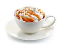 Καφές καραμέλας latte με την κτυπημένη κρέμα Στοκ Φωτογραφία