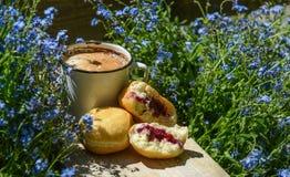 Καφές με τα donuts Στοκ Φωτογραφίες
