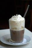 Καφές με την κτυπημένη κρέμα Στοκ φωτογραφία με δικαίωμα ελεύθερης χρήσης