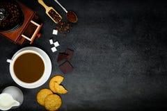 Καφές με το διάστημα γάλακτος και αντιγράφων Στοκ εικόνα με δικαίωμα ελεύθερης χρήσης
