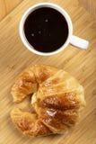Καφές με croissant Στοκ εικόνες με δικαίωμα ελεύθερης χρήσης