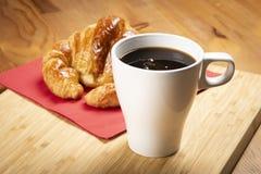 Καφές με croissant Στοκ εικόνα με δικαίωμα ελεύθερης χρήσης