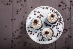 Καφές μορίων τριών cupcakes Στοκ Φωτογραφία