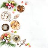 Καφές μπισκότων επιτραπέζιων διακοσμήσεων τροφίμων Χριστουγέννων Στοκ Εικόνες