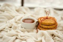 Καφές μπισκότων που τυλίγεται σε ένα μαντίλι Στοκ Φωτογραφίες