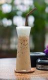 Καφές πάγου σε έναν ξύλινο πίνακα, καφές πάγου στον ξύλινο πίνακα Στοκ Εικόνες