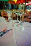 Καφές παραλιών, πίνακας που εξυπηρετείται για το γεύμα Στοκ φωτογραφίες με δικαίωμα ελεύθερης χρήσης