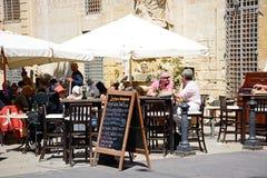 Καφές πεζοδρομίων, Valletta Στοκ εικόνες με δικαίωμα ελεύθερης χρήσης