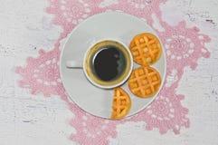 Καφές πρωινού με τις βάφλες Στοκ εικόνα με δικαίωμα ελεύθερης χρήσης