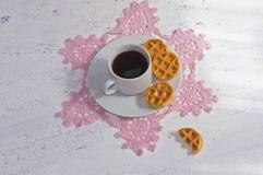 Καφές πρωινού με τις βάφλες Στοκ Εικόνες