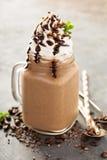 Καφές σοκολάτας frappe με την κτυπημένη κρέμα Στοκ εικόνες με δικαίωμα ελεύθερης χρήσης
