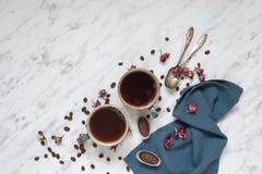 Καφές, σοκολάτα και μπλε πετσέτα Στοκ Φωτογραφία