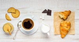 Καφές, σοκολάτα και Croissant Στοκ Φωτογραφία