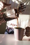 Καφές στην κουζίνα στοκ εικόνες με δικαίωμα ελεύθερης χρήσης