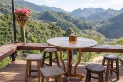 Καφές στην περιοχή Doi AngKhang με μια όμορφη θέα βουνού Στοκ φωτογραφία με δικαίωμα ελεύθερης χρήσης