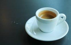 Καφές στο άσπρο φλυτζάνι Στοκ εικόνα με δικαίωμα ελεύθερης χρήσης