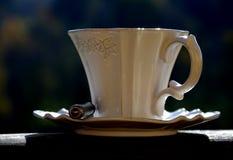 Καφές στο άσπρο filigree φλυτζάνι Στοκ φωτογραφίες με δικαίωμα ελεύθερης χρήσης