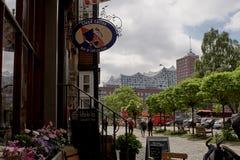 Καφές στο Αμβούργο με το elbphilharmonie στοκ εικόνες με δικαίωμα ελεύθερης χρήσης