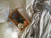 Καφές στο κρεβάτι Στοκ εικόνα με δικαίωμα ελεύθερης χρήσης