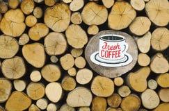 Καφές στο ξύλο στοκ εικόνα με δικαίωμα ελεύθερης χρήσης