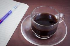 Καφές στο ξύλινο υπόβαθρο grunge στοκ εικόνα