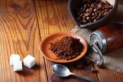 Καφές στο πιάτο στον ξύλινο πίνακα Στοκ φωτογραφίες με δικαίωμα ελεύθερης χρήσης