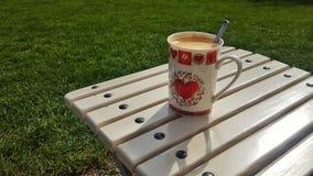 Καφές στο πράσινο Στοκ εικόνα με δικαίωμα ελεύθερης χρήσης