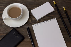 Καφές τηλέφωνο πεννών σημειωματάριων δυνατότητας επικοινωνίας Στοκ Φωτογραφίες