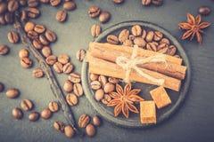 καφές φασολιών ανασκόπησ&eta Φασόλια καφέ με το αντίγραφο διαστημικά FO Στοκ φωτογραφία με δικαίωμα ελεύθερης χρήσης