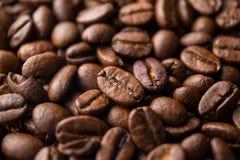 καφές φασολιών που ψήνεται στοκ εικόνες
