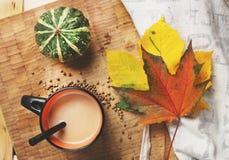 Καφές φθινοπώρου Στοκ εικόνα με δικαίωμα ελεύθερης χρήσης