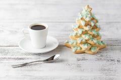 Καφές Χριστουγέννων με το δέντρο μπισκότων μελοψωμάτων Στοκ εικόνα με δικαίωμα ελεύθερης χρήσης
