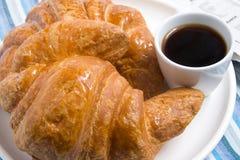 καφές croissants Στοκ φωτογραφία με δικαίωμα ελεύθερης χρήσης
