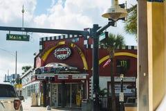 Καφές Cruisin στο κεντρικό δρόμο Daytona Beach μια νεφελώδη ημέρα στοκ φωτογραφία