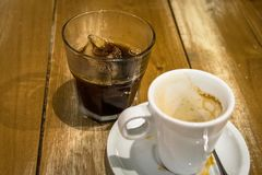 Καφές Espresso και γυαλί των κύβων πάγου στοκ φωτογραφία