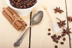 Καφές Espresso με τη ζάχαρη και το καρύκευμα Στοκ φωτογραφίες με δικαίωμα ελεύθερης χρήσης