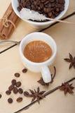Καφές Espresso με τη ζάχαρη και το καρύκευμα Στοκ Εικόνα