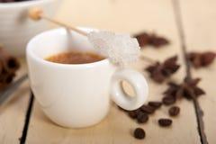 Καφές Espresso με τη ζάχαρη και το καρύκευμα Στοκ εικόνες με δικαίωμα ελεύθερης χρήσης