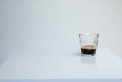 Καφές Espresso στον άσπρο πίνακα Στοκ Φωτογραφίες