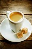 Καφές espresso φλυτζανιών με τη ζάχαρη καλάμων Στοκ Φωτογραφίες