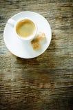 Καφές espresso φλυτζανιών με τη ζάχαρη καλάμων Στοκ Φωτογραφία