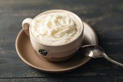 Καφές Frappuccino, φλιτζάνι του καφέ με την κρέμα, ιταλικός εύγευστος Στοκ Εικόνες