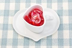 καφέ φλυτζανιών καρδιών κόκκινο που διαμορφώνεται ρόδινο Στοκ Φωτογραφία