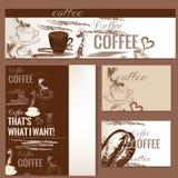 Καφέ φυλλάδια που τίθενται διανυσματικά με συρμένα τα χέρι αντικείμενα καφέ Στοκ Φωτογραφίες