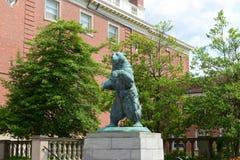 Καφετής αντέξτε το άγαλμα, καφετί πανεπιστήμιο, πρόνοια, ΗΠΑ στοκ φωτογραφίες