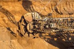 Καφετής εκσκαφέας κάδων ορυχείων κόλας στοκ εικόνες