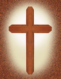 Καφετής ξύλινος περίκομψος σταυρός ξύλων καρυδιάς με το χριστιανικό σύμβολο υποβάθρου περγαμηνής της αναζοωγόνησης Στοκ φωτογραφία με δικαίωμα ελεύθερης χρήσης