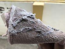 Καφετής σκουπίστε το ύφασμα για τον καθαρισμό της σκόνης στοκ εικόνα