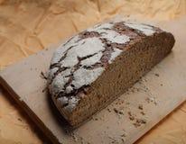 καφετής τεμαχισμός ψωμι&omicron στοκ εικόνα